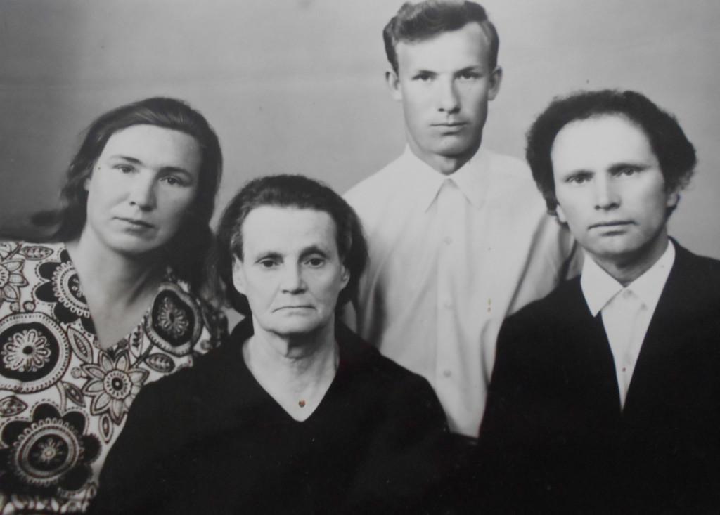 Franciszek Jakowczyk odwiedził mamę i rodzinę siostry w Polsce (lata 70.)