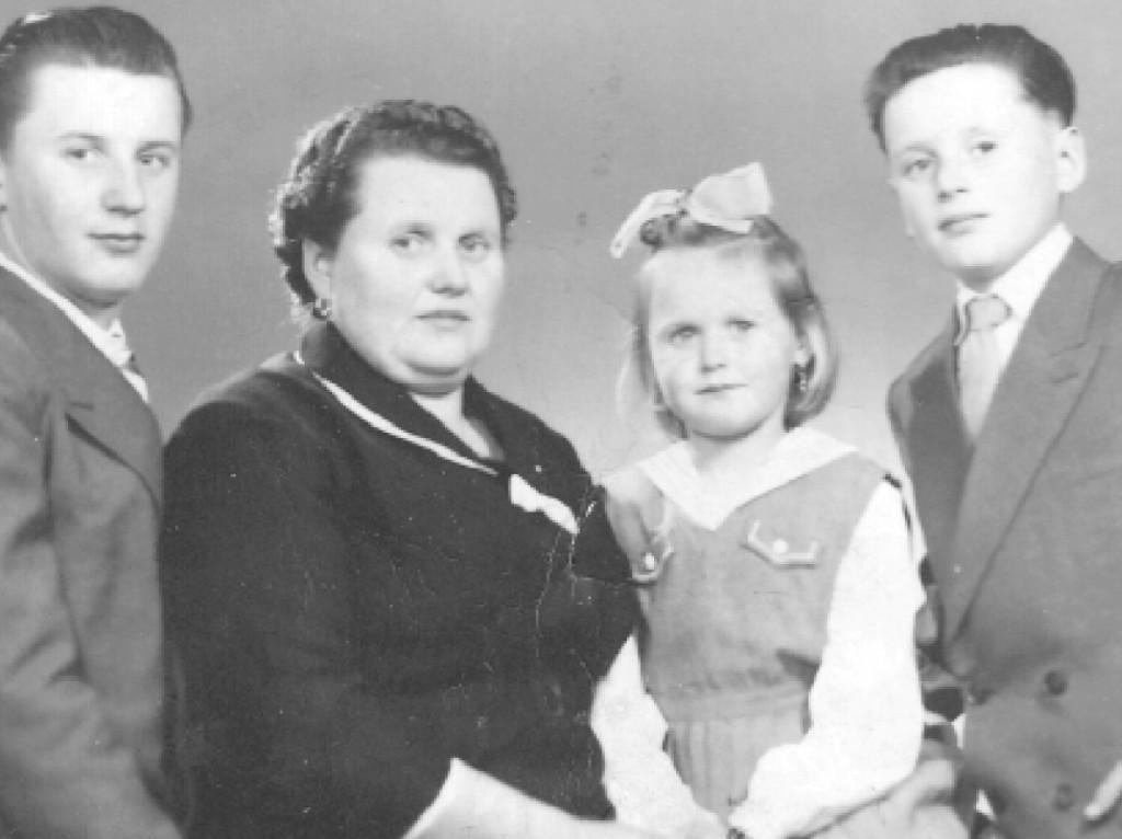 Stanisława Szwydiuk z Aleksandrem, Anatolem i córeczką Nelą (Belgia, 1958 rok)