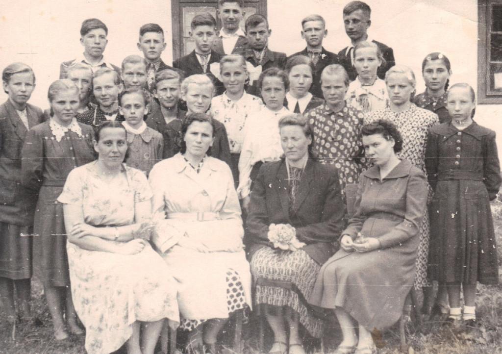 Jarosława Pawluk – nauczycielka języka polskiego w szkole Kamianobuzkiej (1957 rok)