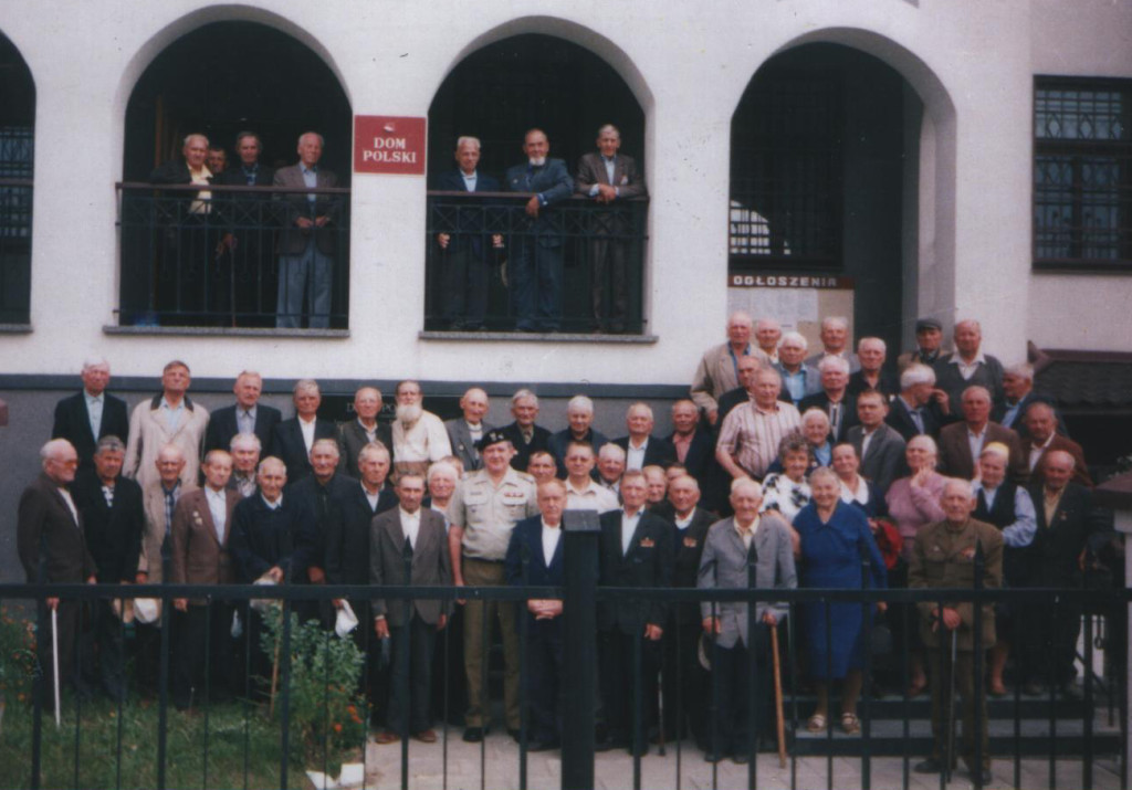 Зустріч ветеранів польського війська з військовим аташе Посольства Польщі в Україні Едвардом Шваргжикєм (12 серпня 2002 року)