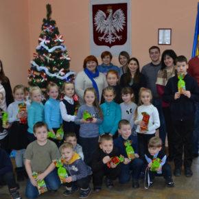 Pierwszoklasisty żytomierskiej szkoły nr 10 z kolędą w Domu Polskim