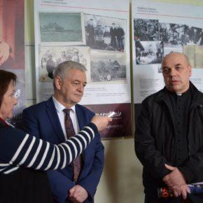 """Wystawa fotograficzna """"Samarytanie z Markowej"""" została zaprezentowana w Żytomierzu"""